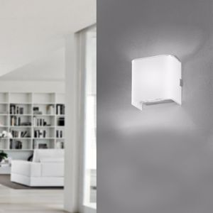 Picture of ANTEA LUCE LINEAR WHITE WALL LAMP LED 8W WHITE CUBE IN GLASS 10CM