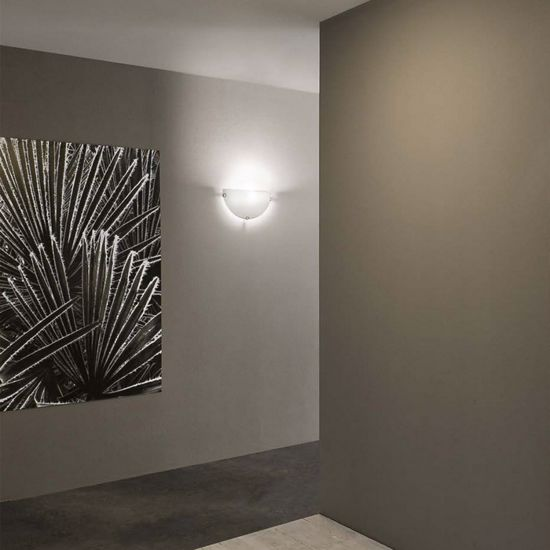 Picture of LINEA LIGHT DELTA WALL LAMP 30X15CM WHITE