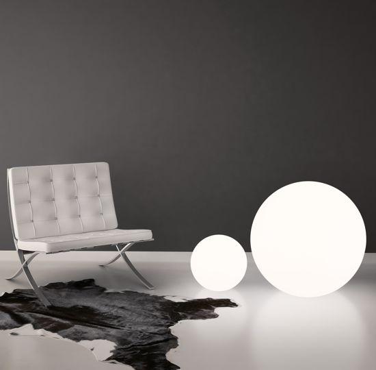 Picture of LINEA LIGHT OH! FLOOR FLOOR LAMP SPHERE WHITE Ø38CM