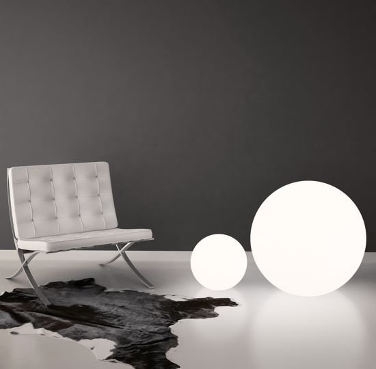 Picture of LINEA LIGHT OH! FLOOR FLOOR LAMP SPHERE WHITE Ø115CM